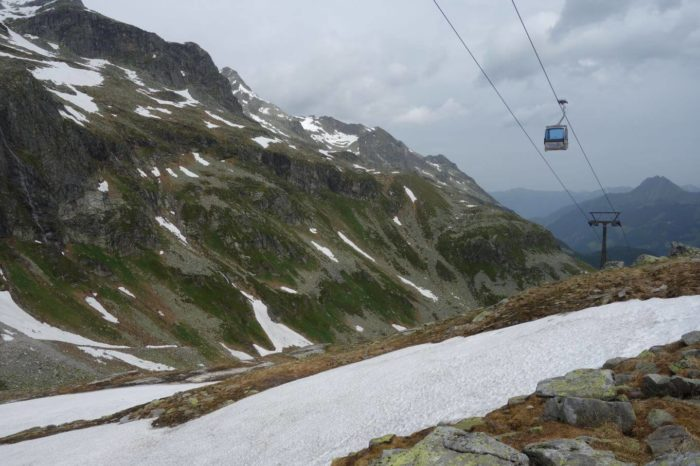 Lanovky a sníh v červnu na Weissee